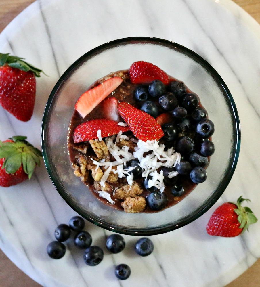 Acai Berry Breakfast Bowl | www.ceceliasgoodstuff.com